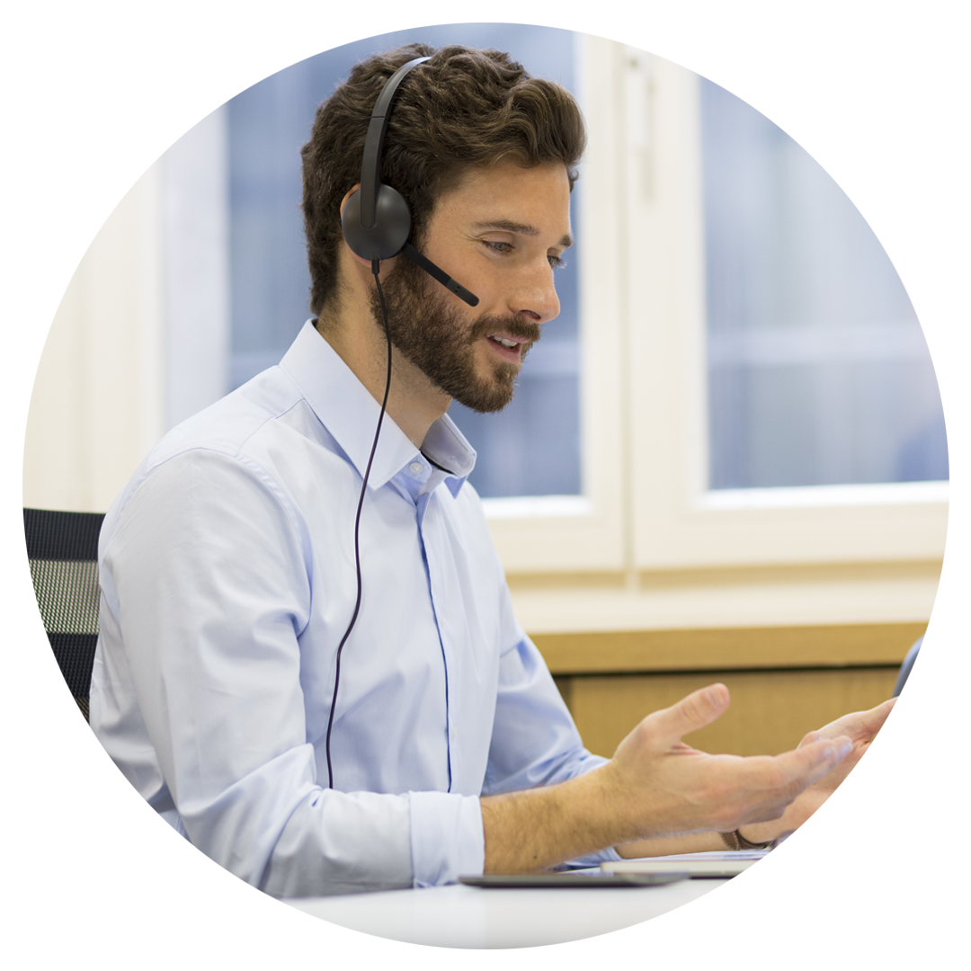 Man-Headset-call-centre-Swindon-Newport